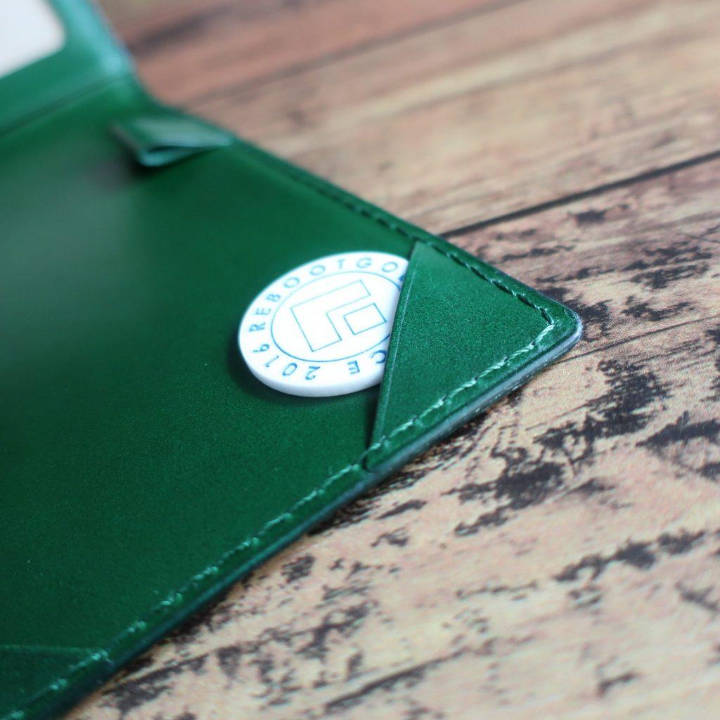 豊富なポケットで大小スコアカードを収納